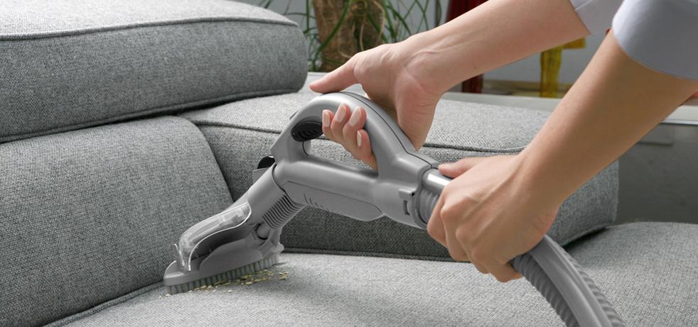 chistka myagkoj mebeli paroochititelem - Народные средства для чистки обивки дивана