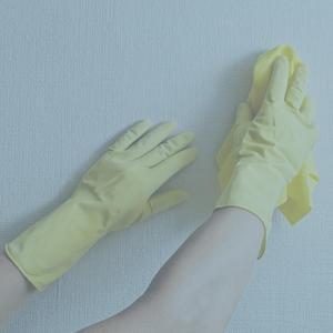 Как очистить от грязи бумажные обои
